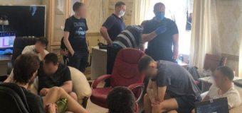 ukraińska cyberpolicja robiła grupę oszustów w charkowie