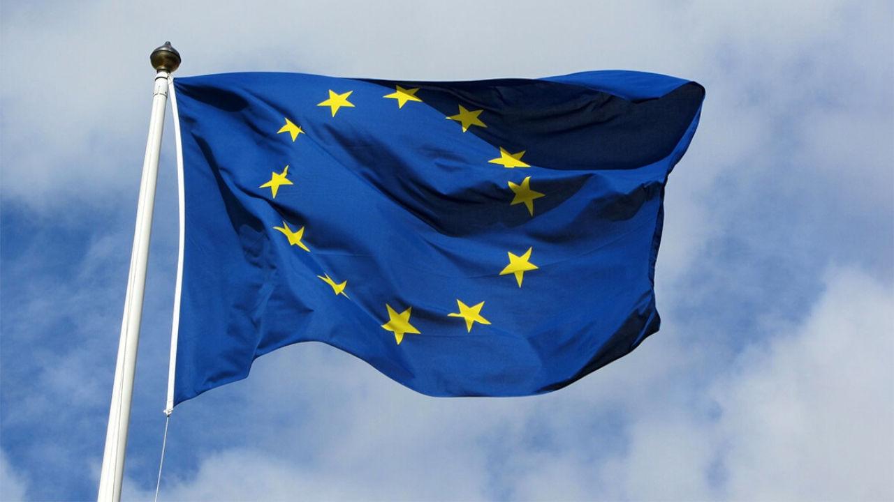 unia europejska publikuje raport o instrumentach pochodnych