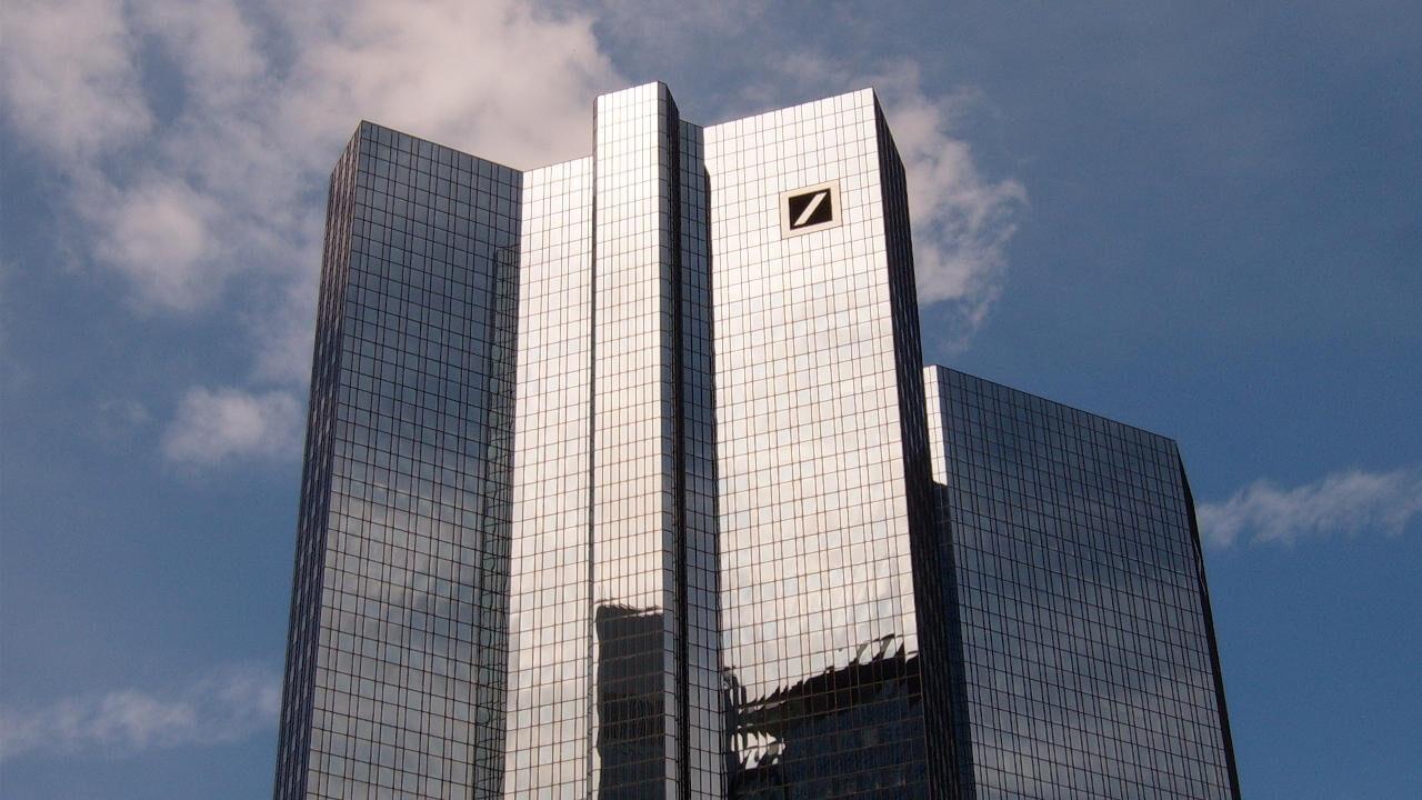 deutche bank przenosi centrum forex walut gospodarek wschodzących z londynu do singapuru